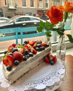 Saus West Red velvet cake
